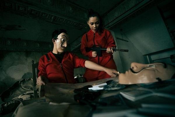 یک زوج جوان گریم سریال Heist Money را برای عکاسی انتخاب کردند.