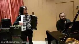 اجرای روزبه نعمتاللهی و نوازنده زن یونانی/ وقتی میای صدای پات...